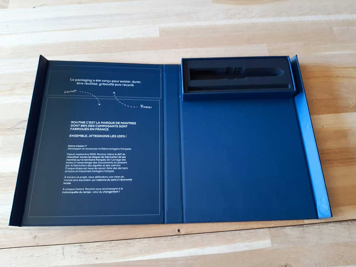 Coffret livre imprimé avec porte stylo
