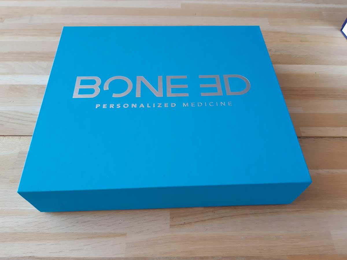 Boîte aimantée bleue avec logo argenté