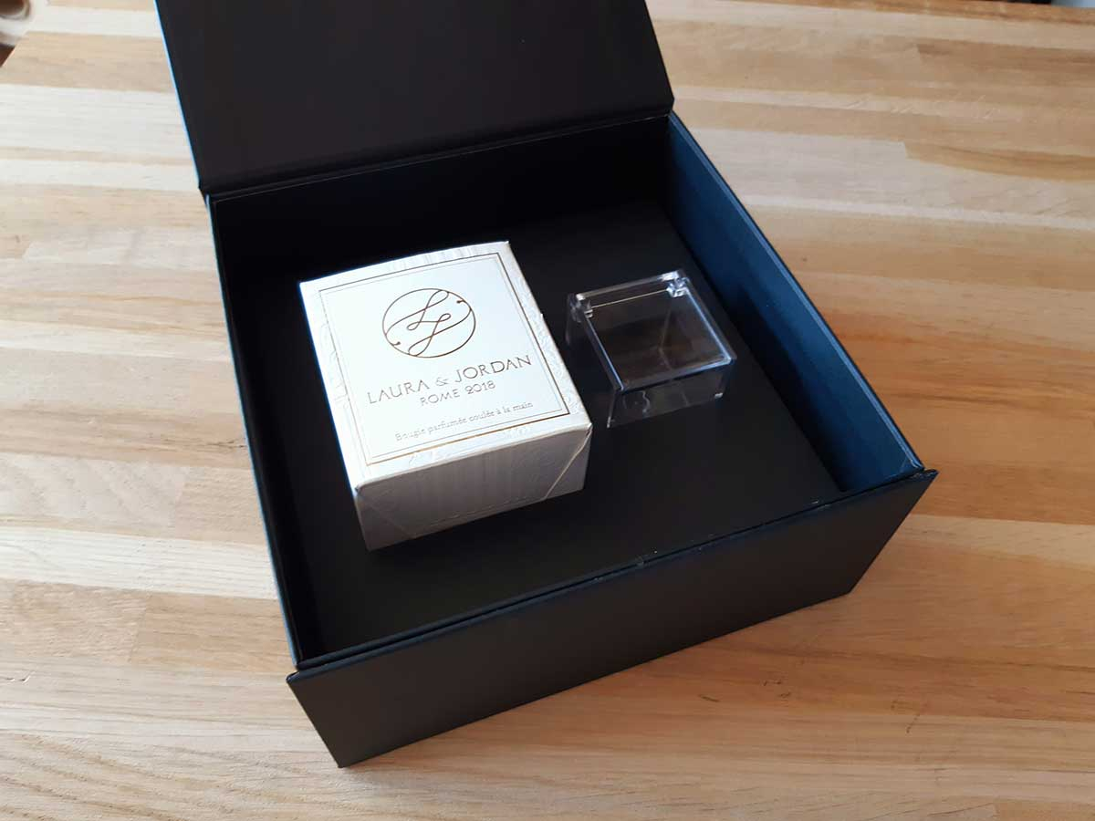 Boîte avec calage carton noir