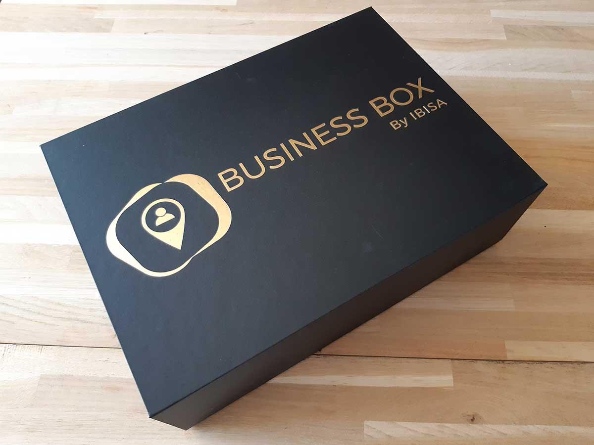 Boîte noire logo doré